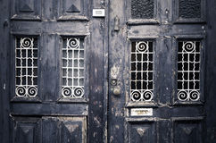 老葡萄酒临街的大门 免版税图库摄影