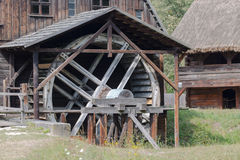 老葡萄酒watermill在村庄 图库摄影