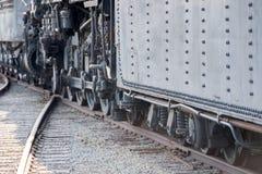 老蒸汽引擎铁火车细节关闭 免版税库存照片