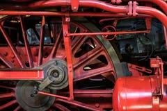 老蒸汽机车轮子特写镜头-老运输技术 库存图片