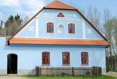 老蓝色房子 库存照片