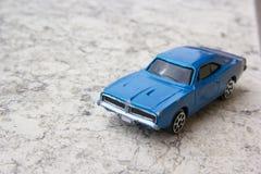 老蓝色汽车模型  免版税库存图片