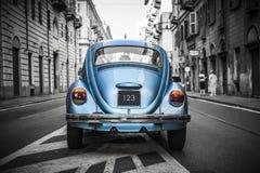 老蓝色汽车 图库摄影