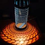 老蓝色热水瓶成为灯 免版税库存图片