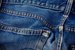 老蓝色牛仔裤缝合牛仔布细节布料样式和经典背景关闭的  免版税库存照片
