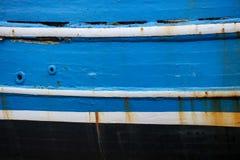 老蓝色被绘的小船关闭  免版税库存图片
