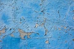 老被绘的蓝色墙壁 库存照片