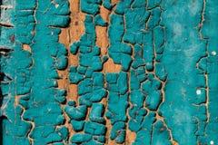 老蓝绿色崩裂了在木背景的油漆纹理 图库摄影