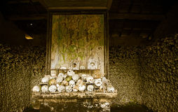 老藏有古代遗骨的洞穴Marville镇 免版税图库摄影