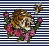 老虎、蜂和牡丹花纺织品的刺绣补丁设计 图库摄影