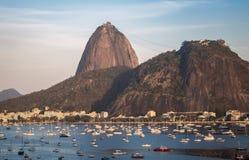 老虎山鸟瞰图和博塔福戈靠岸在瓜纳巴拉海湾-里约热内卢,巴西 库存照片