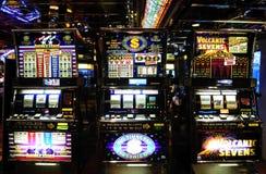 老虎机-赌博娱乐场-金钱比赛-运气 图库摄影