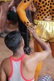 老虎舞蹈艺术家身体绘画  免版税库存图片