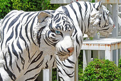 老虎雕象在公园 库存图片