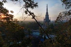 老虎洞在日出的寺庙重建 库存照片