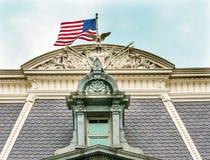 老行政办公室艾森豪威尔大厦屋顶旗子华盛顿特区 免版税图库摄影