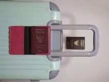 老行李,泰国护照 图库摄影