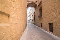 老街道在拉巴特,马耳他,大气胡同 免版税库存照片