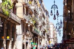 老街道在西班牙语人聚居的区域Gotico。巴塞罗那,西班牙 免版税库存图片