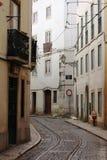 老街道在里斯本的中心 免版税图库摄影