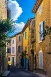 老街道在Goult,普罗旺斯的典型的村庄在法国 免版税库存图片