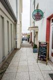 老街道在Warnemunde 图库摄影