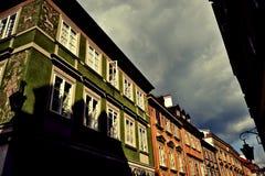 老街道城镇华沙 免版税库存照片