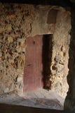 老街道的狭窄的拱道在村庄科阿拉兹 库存照片