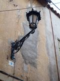 老街道lampin肮脏的墙壁 库存图片