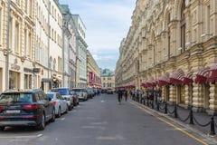老街道Vetoshny车道在莫斯科的历史中心, Ru 免版税库存图片