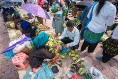 老街,越南- 2017年9月7日:在Y Ty,棒Xat区的地方市场 多数少数族裔人民去市场卖和b 免版税图库摄影
