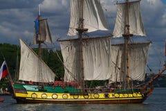 老被上船桅的帆船 免版税库存照片
