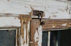 老被佩带的被破坏的窗口细节 免版税库存照片