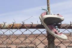 老被佩带的运动鞋 库存照片