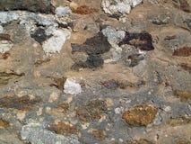 老被修补的岩石墙壁 免版税库存图片