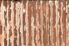 老被剥皮的木背景 库存图片