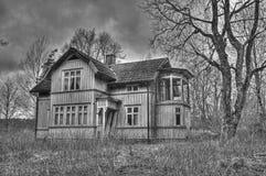 老被困扰的房子 免版税库存照片