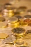 老被堆积的硬币 库存图片