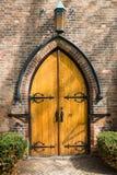 老被成拱形的木门 免版税库存照片