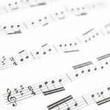 老被打印的音乐纸张或评分和音符 图库摄影