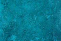 老被抓的和破裂的被绘的蓝色墙壁 抽象织地不很细绿松石背景 空的模板 图库摄影