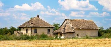 老被放弃的乡间别墅 库存照片