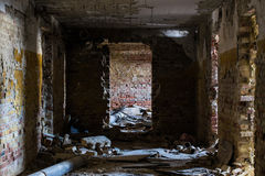 老被放弃的修造的内部 免版税库存照片