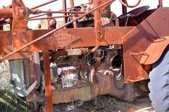 老被放弃的农业机械在西澳州 免版税库存照片