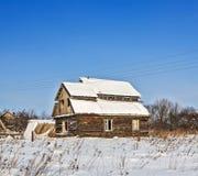 老被放弃的农厂房子 免版税图库摄影