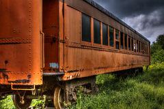 老被放弃的列车车箱 图库摄影