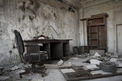 老被放弃的办公室 免版税库存图片