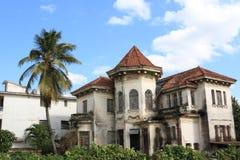 老被放弃的哈瓦那房子 免版税库存图片