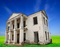老被放弃的城堡 免版税库存照片