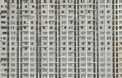 老被放弃的大厦窗口是没人住的 免版税库存照片